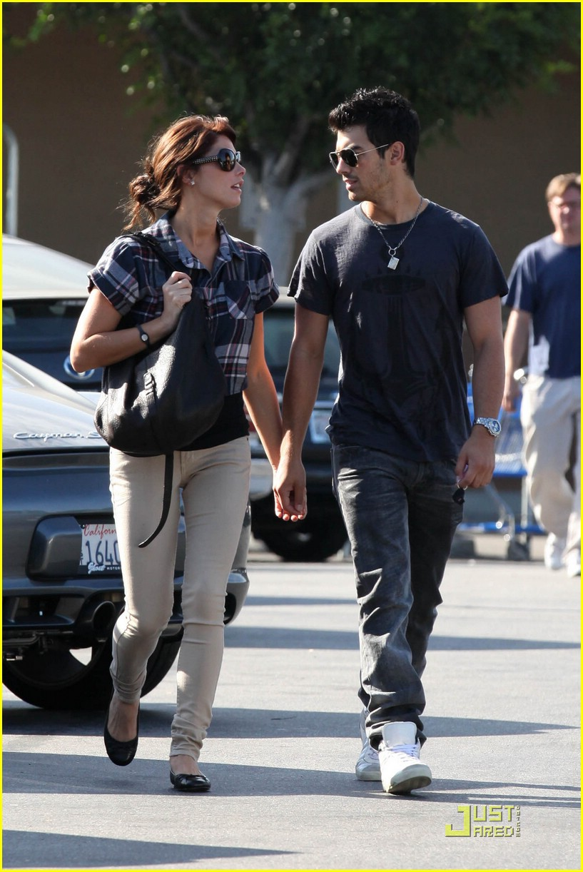 joe jonas ashley greene dg 21