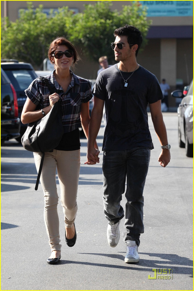 joe jonas ashley greene dg 25