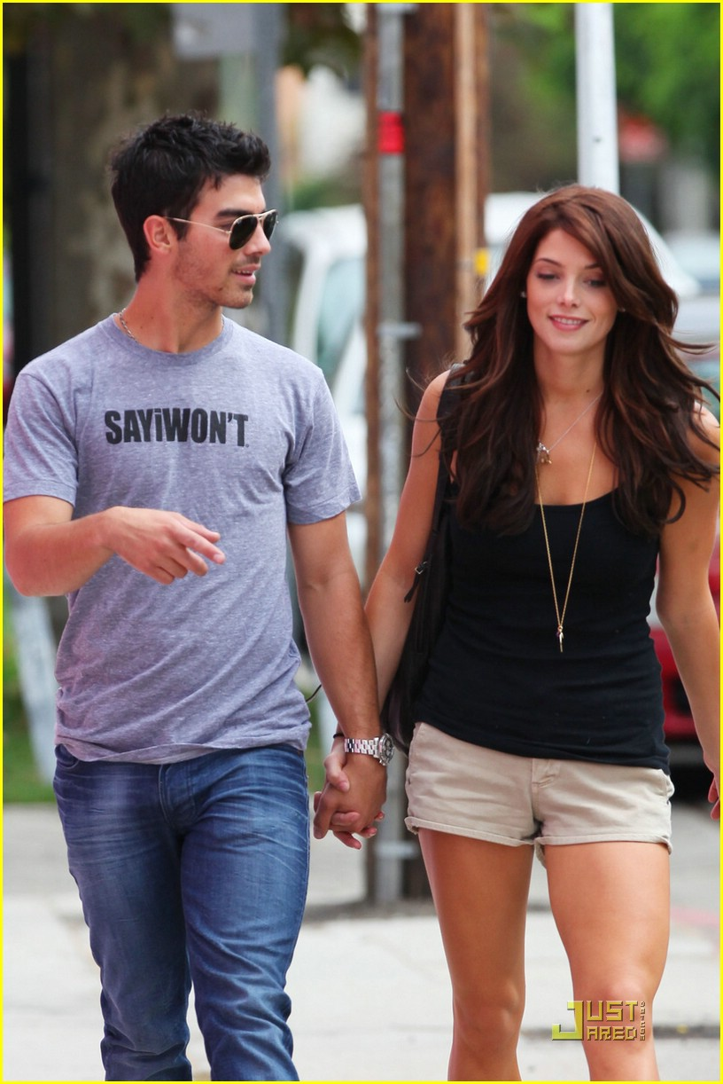 joe jonas ashley greene frankie bday 02