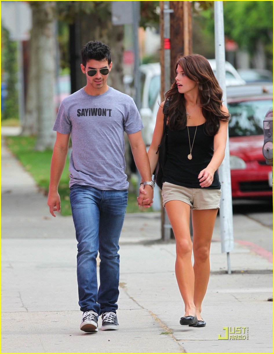 joe jonas ashley greene frankie bday 17