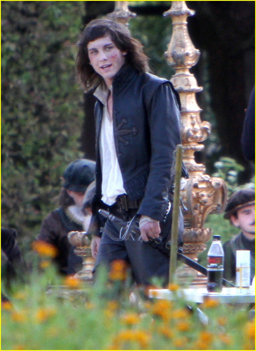 logan lerman musketeer set 04