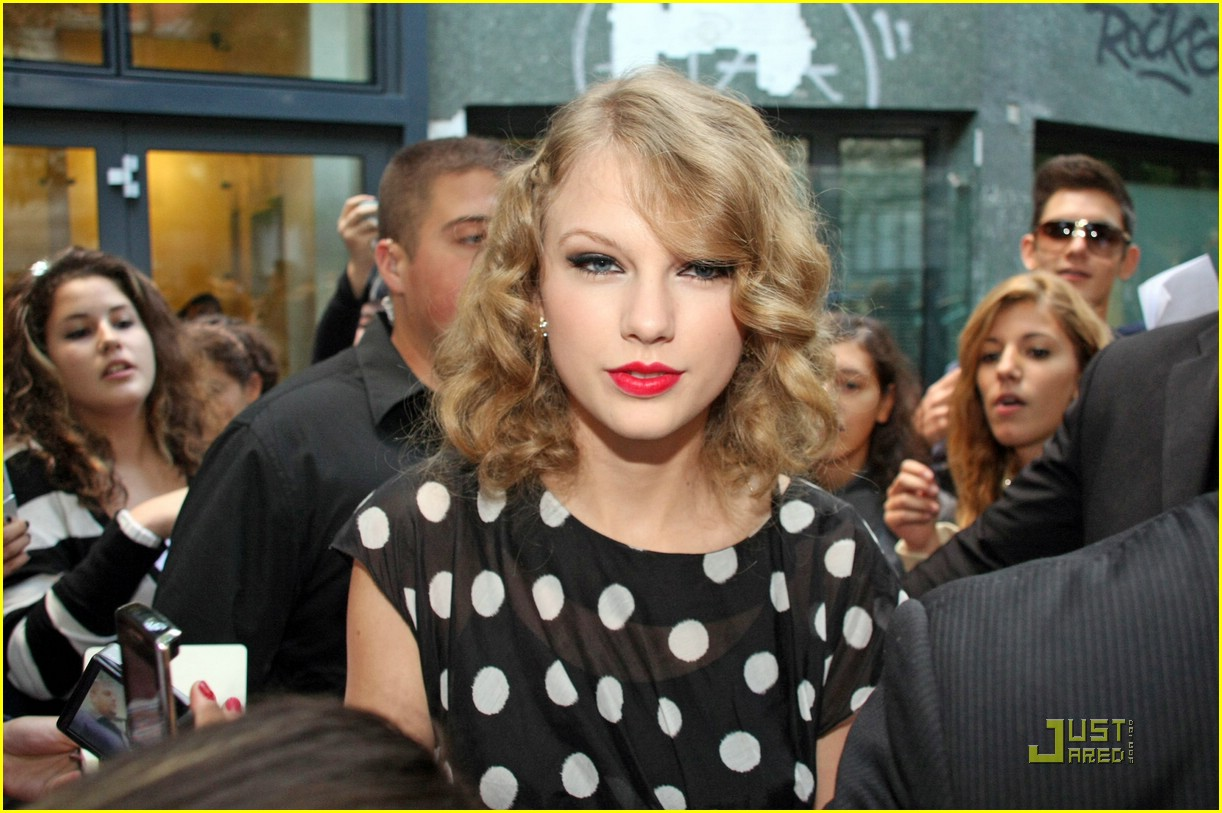 taylor swift milan polka dot 02