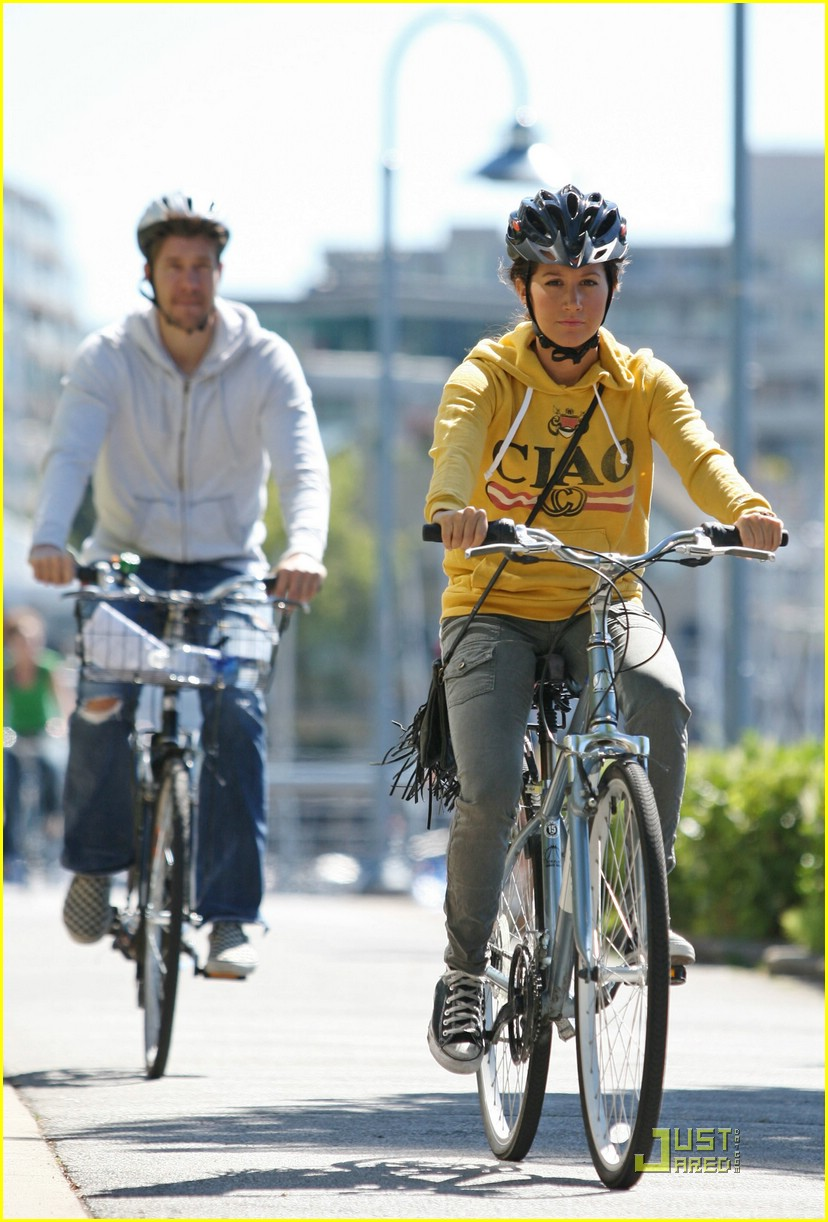 ashley tisdale bike ride 03