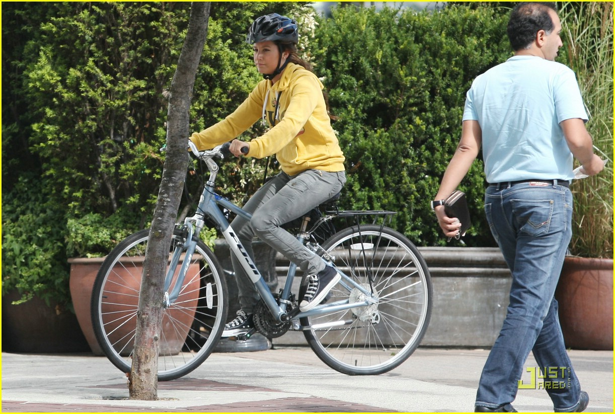 ashley tisdale bike ride 08