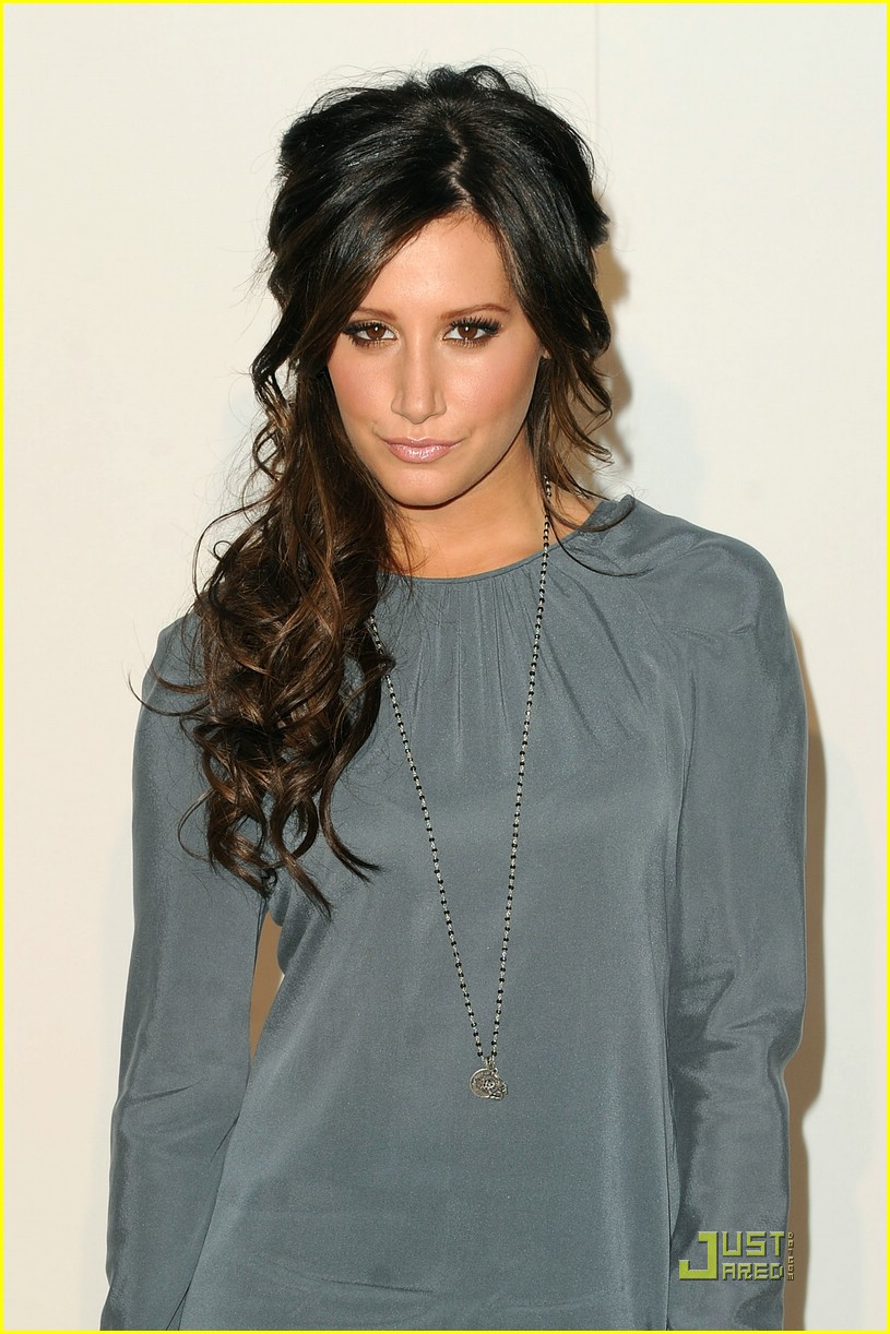 ashley tisdale fashion night out 05