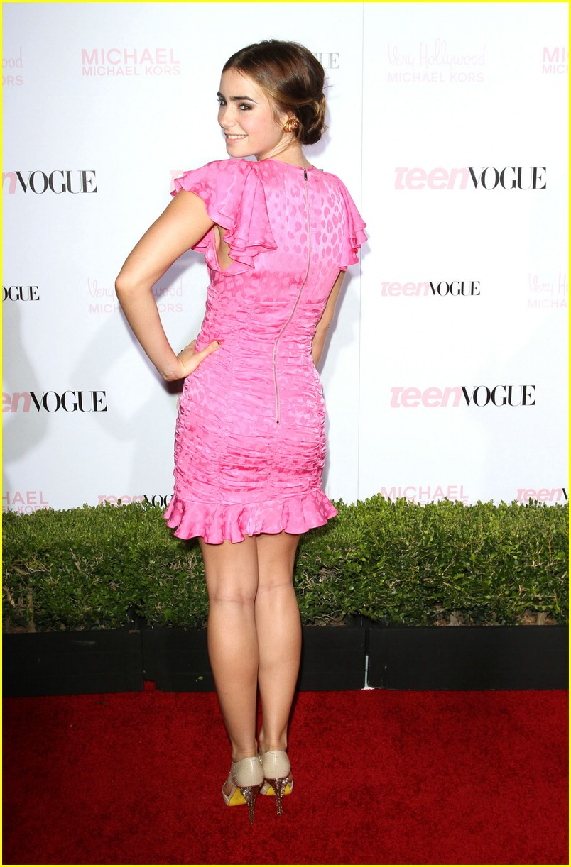 Lily Collins is Pretty in Pink | Photo 388324 - Photo ...