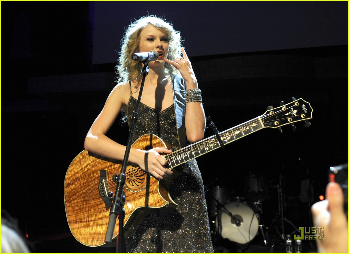 taylor swift salle showcase 21