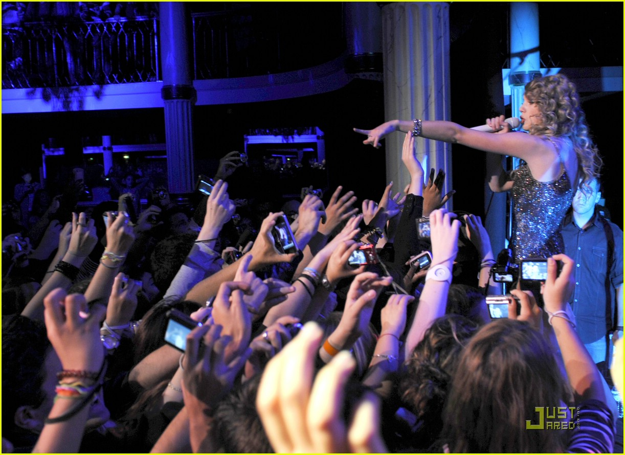 taylor swift salle showcase 27