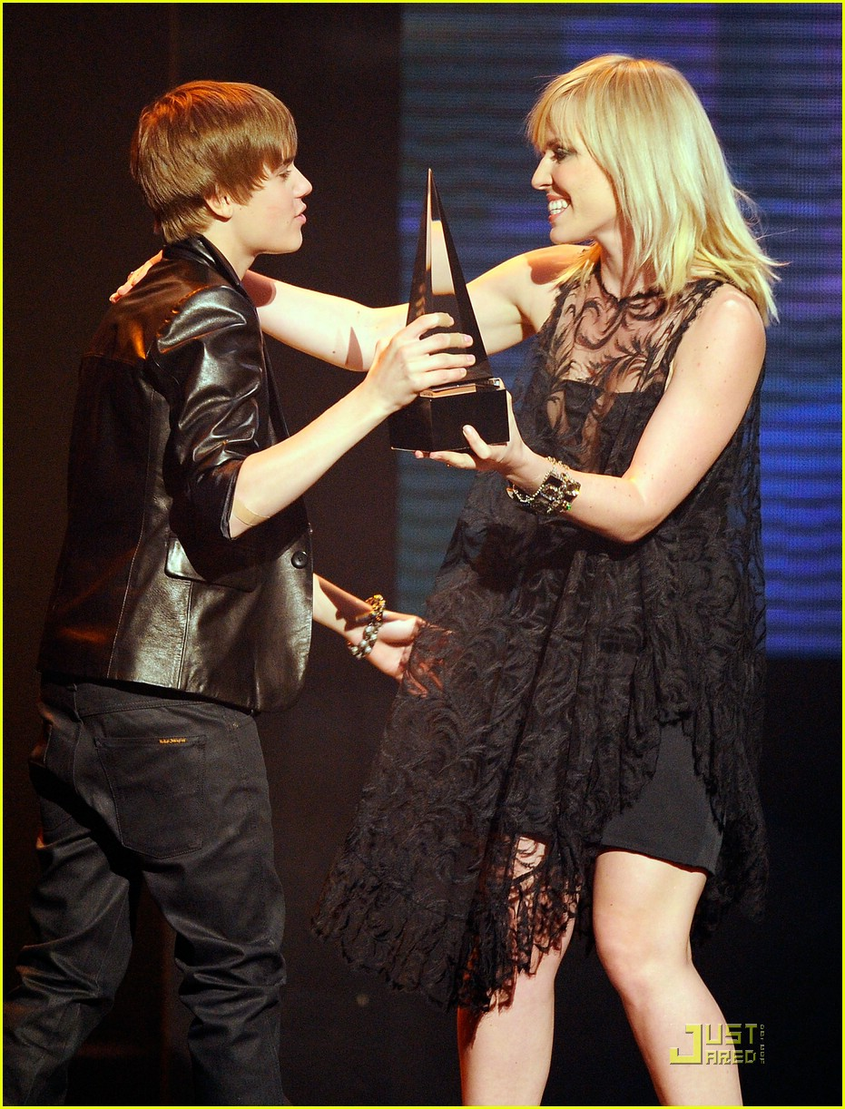 justin bieber 2010 amas 03