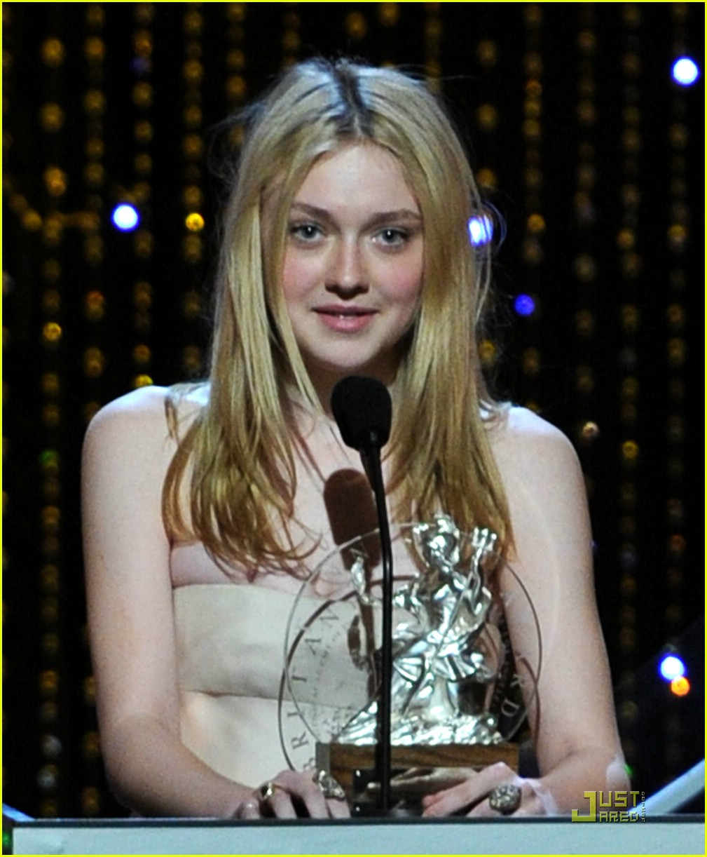 dakota fanning brittania awards 14