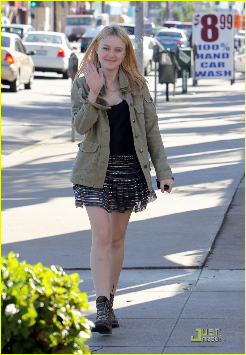 dakota fanning opening ceremony 03