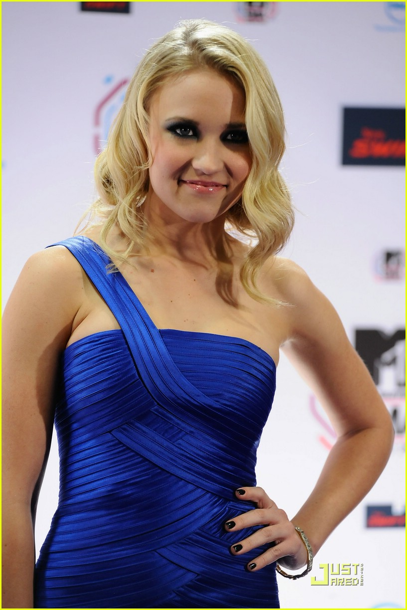 emily osment ema backstage 02