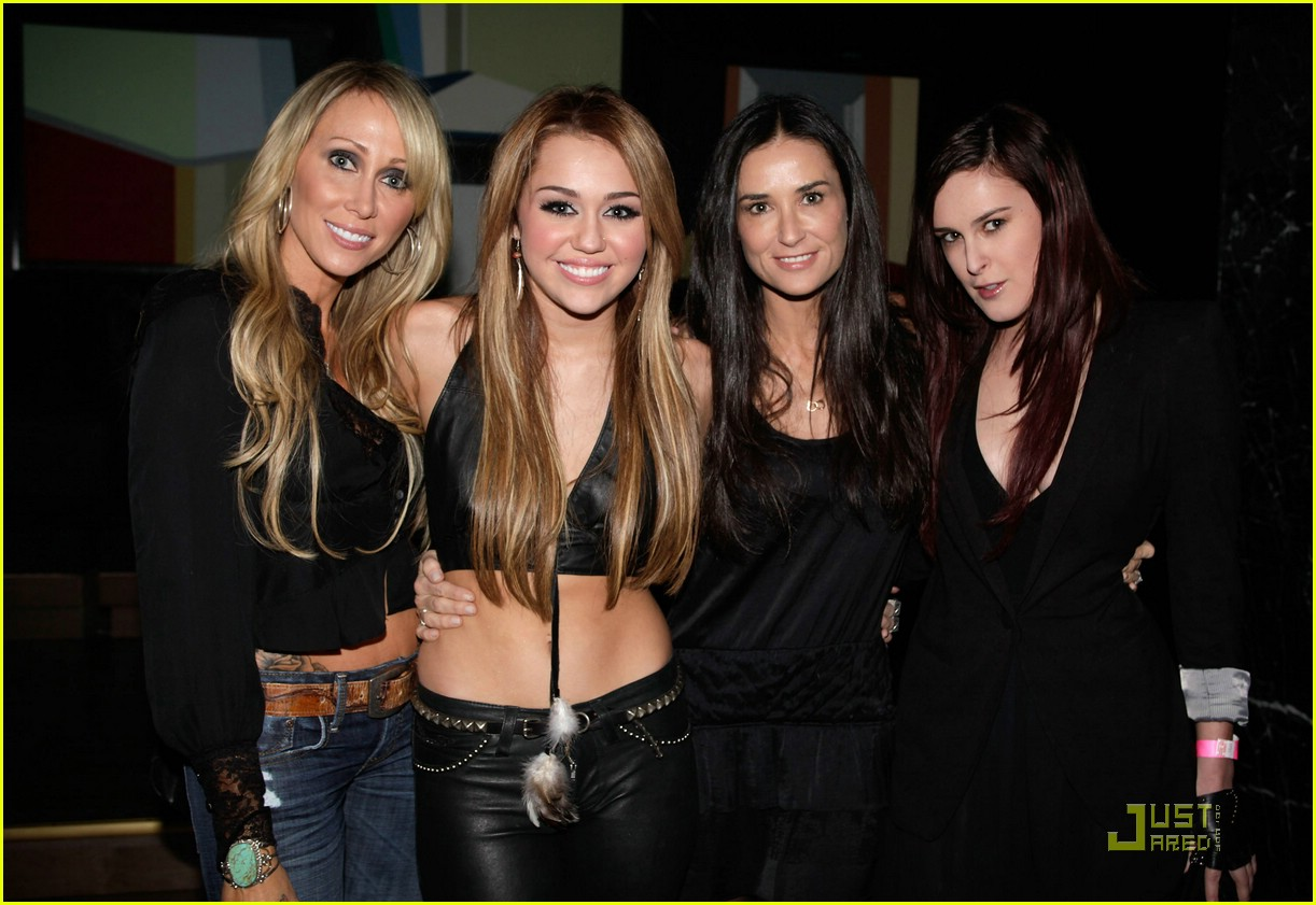 miley cyrus trousdale party 05