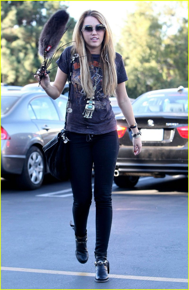 miley cyrus so undercover deets 10