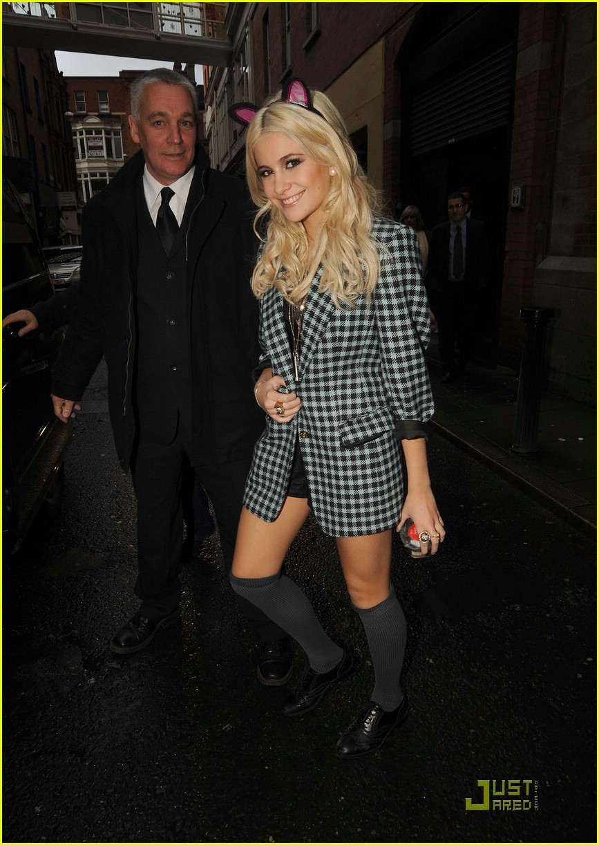 pixie lott donatella versace dinner 16