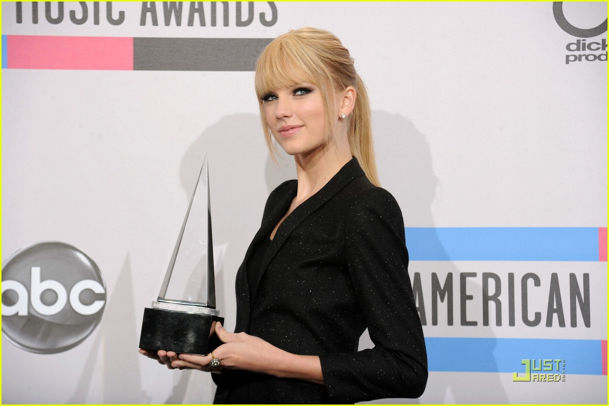 taylor swift december amas 13