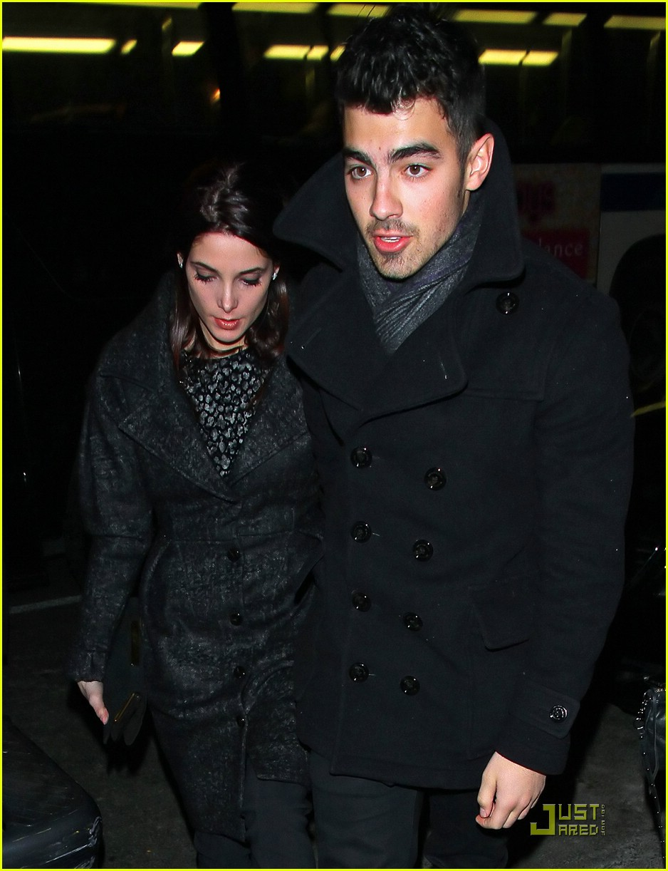 ashley greene joe jonas nyc 01
