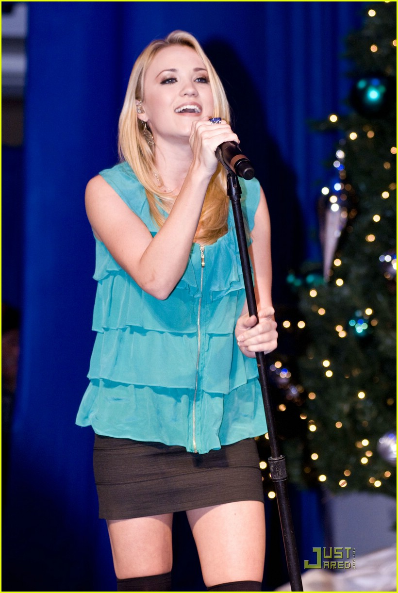emily osment chicago jingle ball 06
