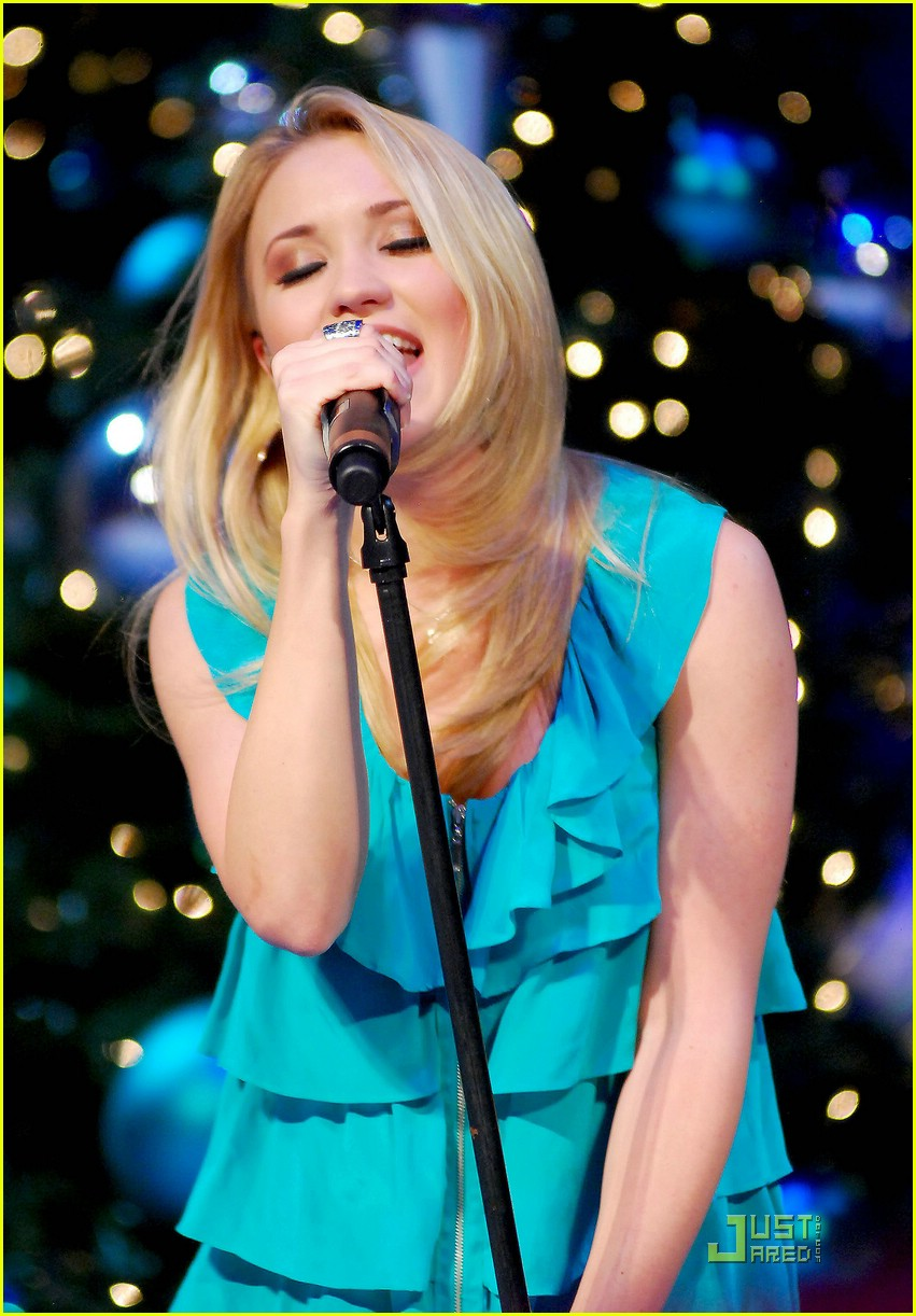 emily osment chicago jingle ball 13