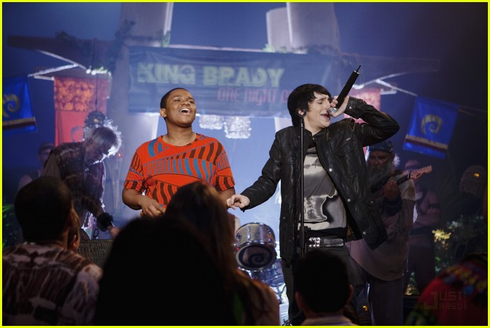 mitchel musso sings pair kings 04