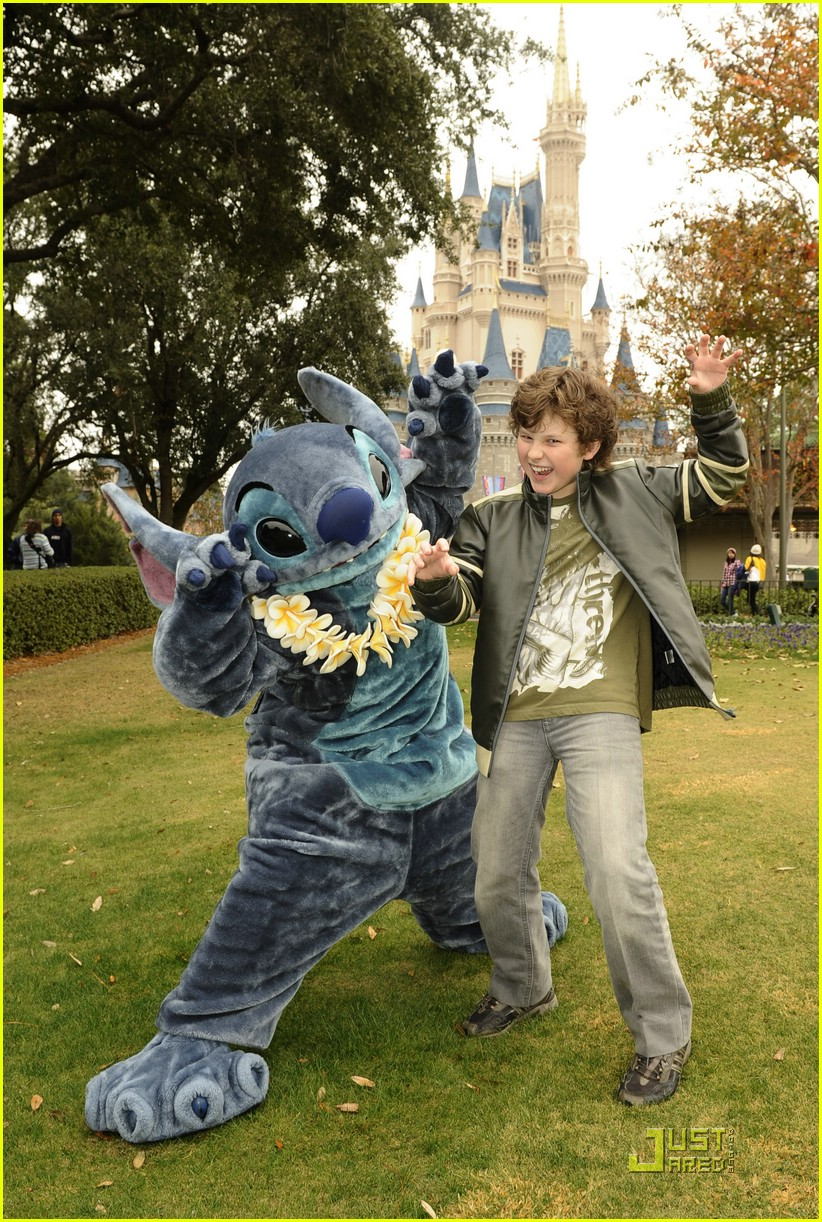 nolan gould lilo magic kingdom 02