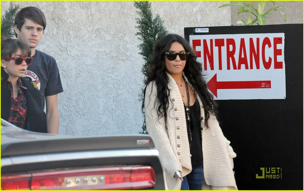 vanessa hudgens lunch matt sarah 02