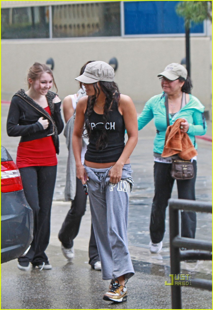 vanessa hudgens rainy day gym 04
