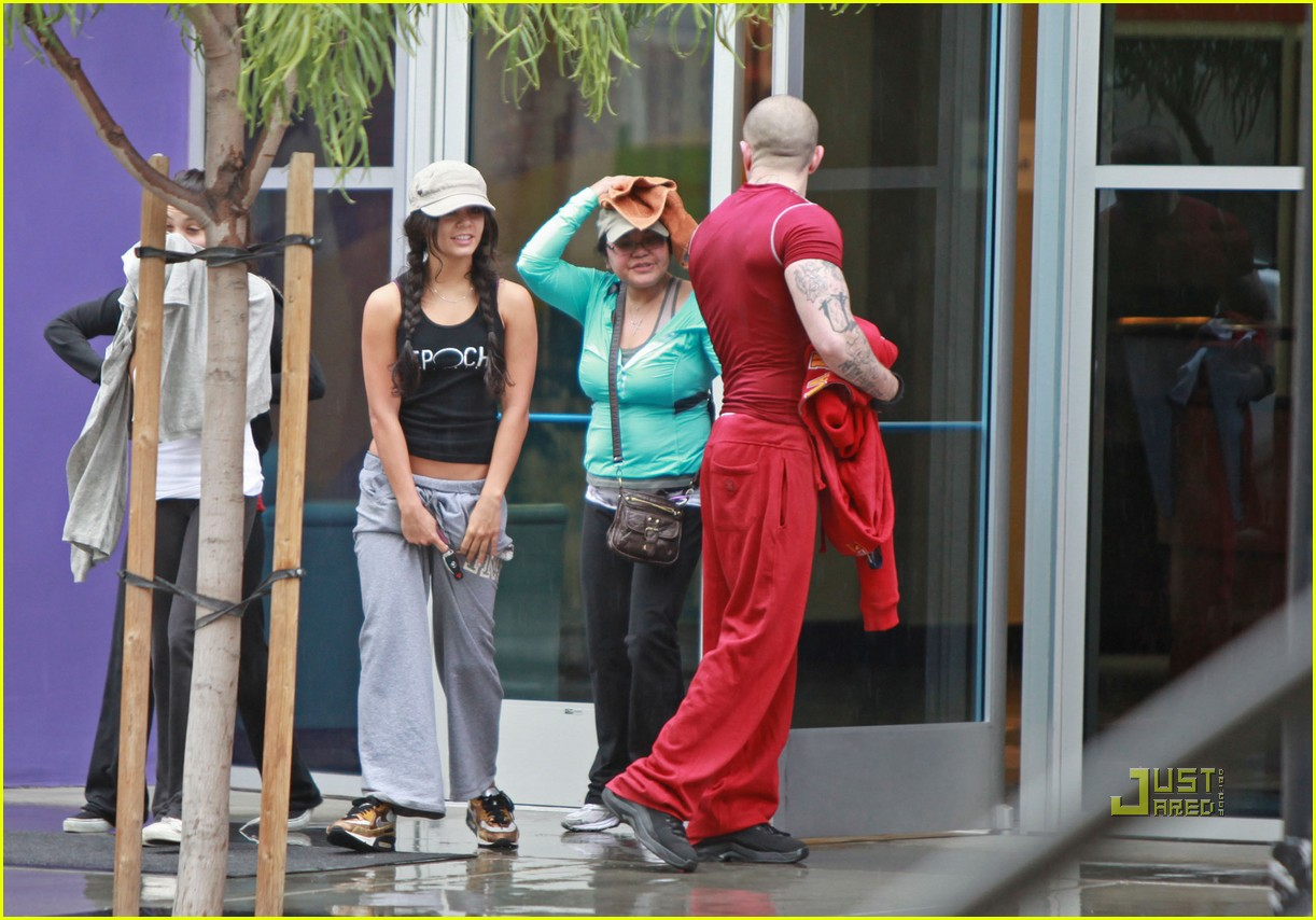 vanessa hudgens rainy day gym 05