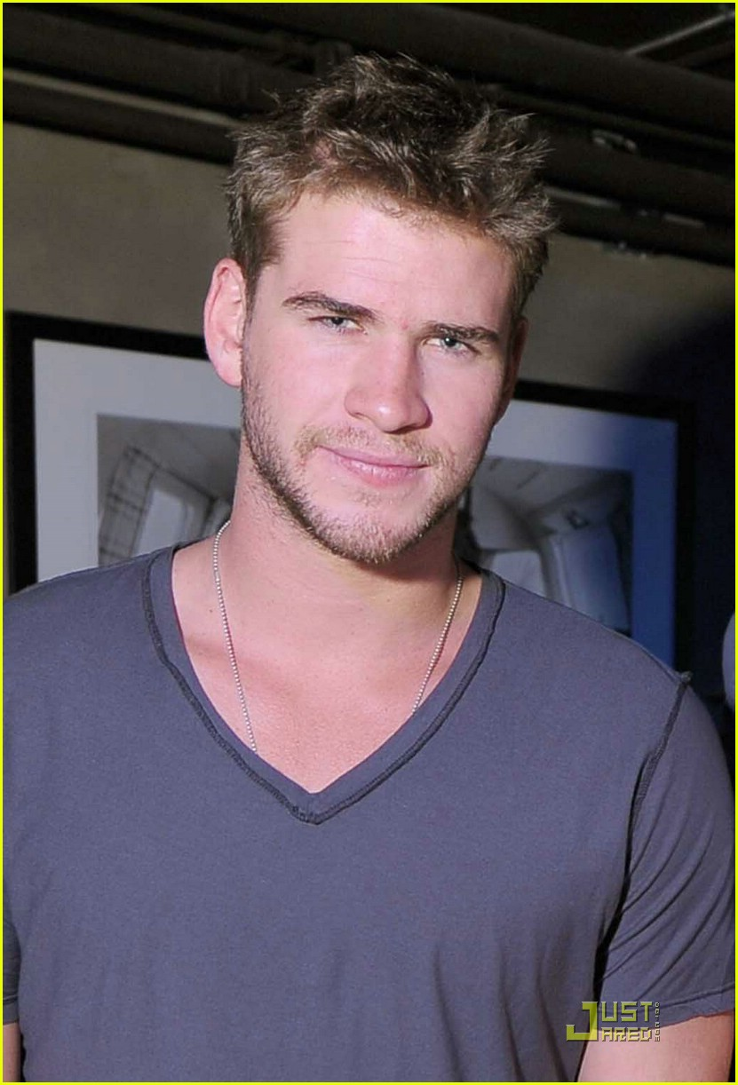liam hemsworth peeta hunger 02