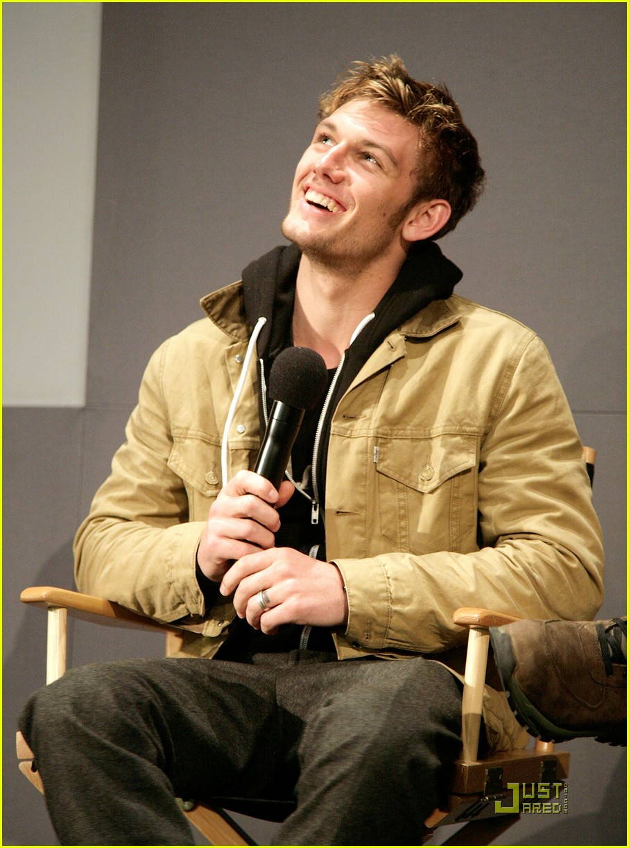 alex pettyfer apple store 15