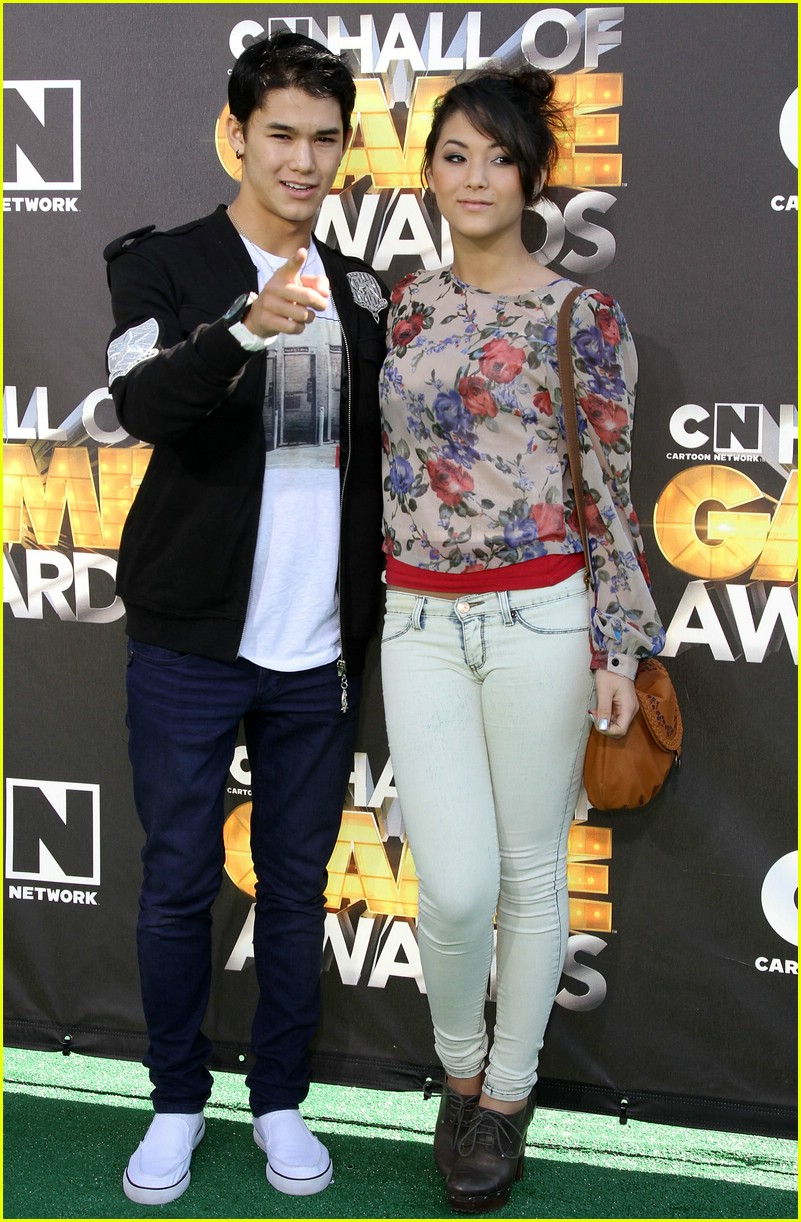 cody linley booboo stewart game awards 02