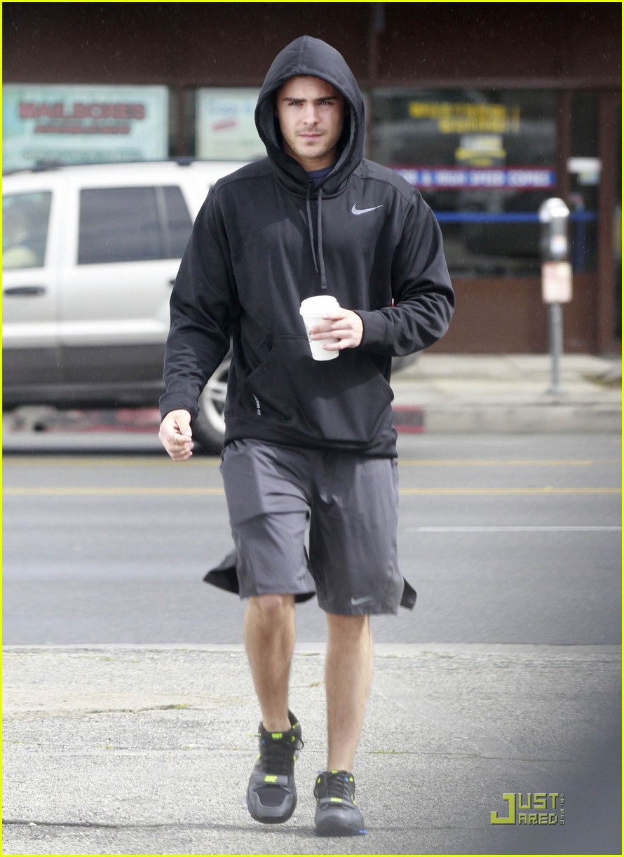 zac efron sweaty starbucks 05