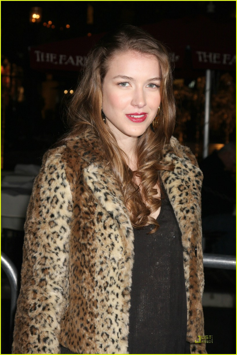 elizabeth gillies nathalia ramos waiting 16