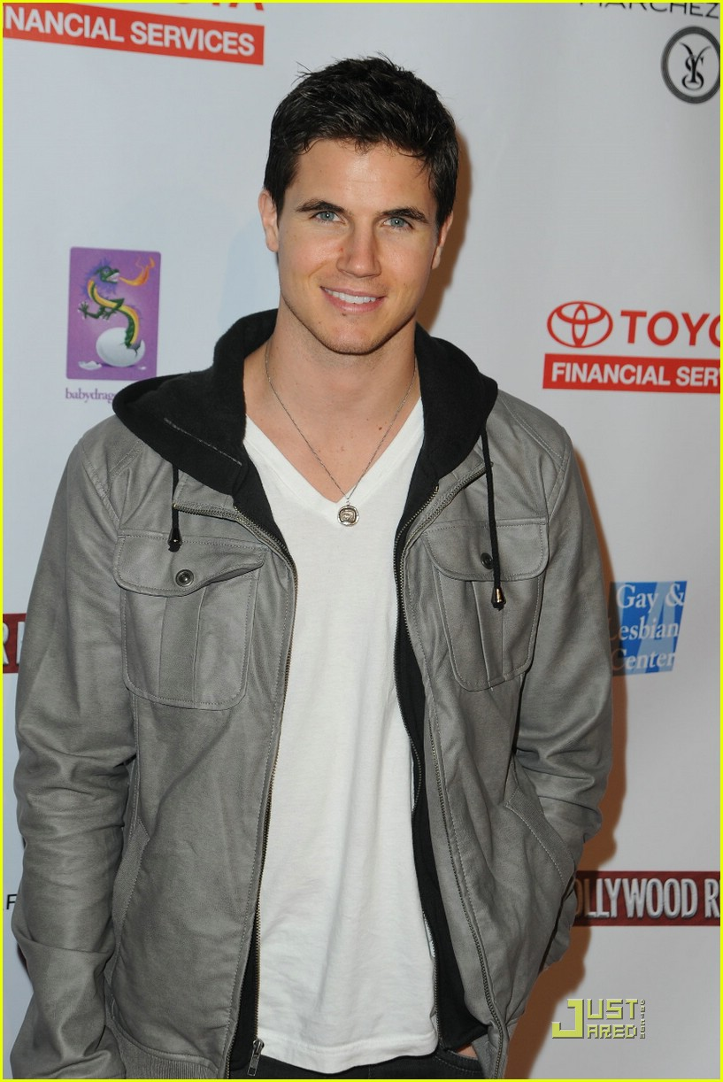 robbie amell gale hunger games 08