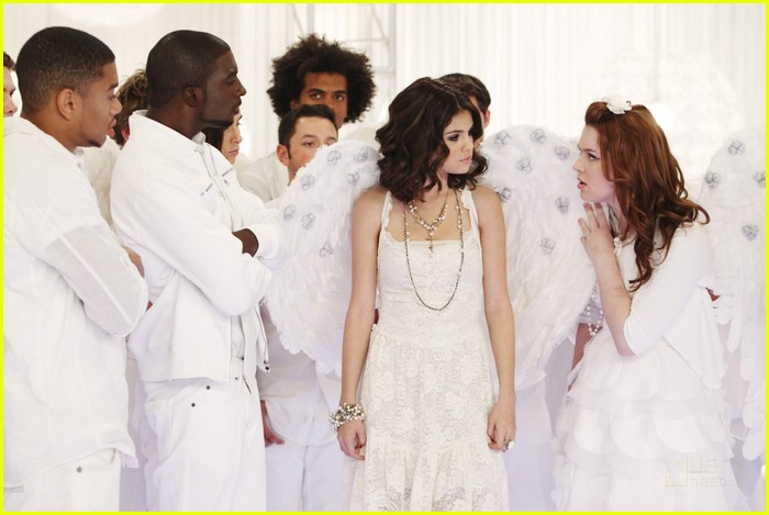 selena gomez jennifer stone angel dance 02