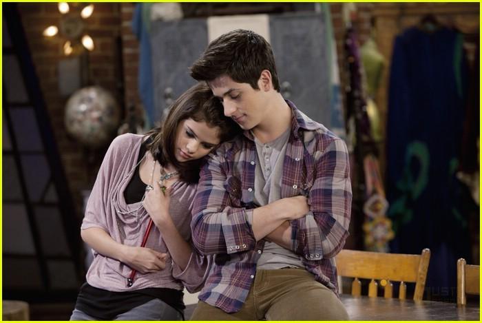Selena Gomez Kissing David Henrie Selena Gomez & Dav...