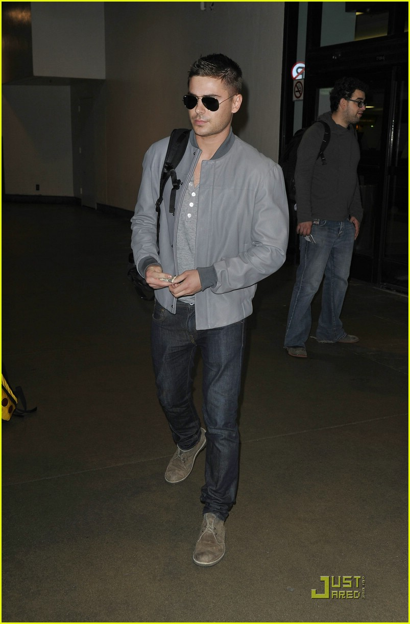 zac efron nyc lax day 01