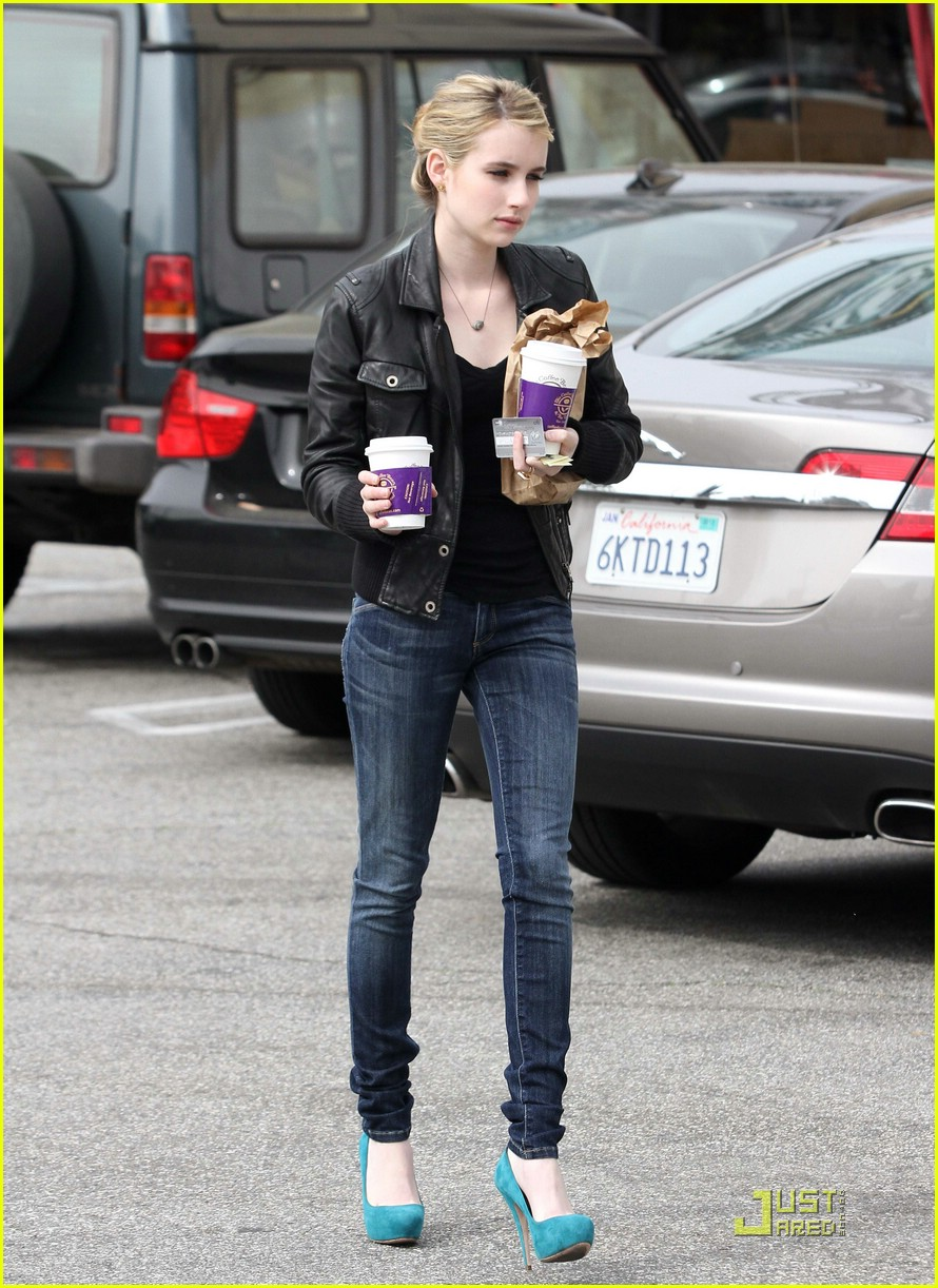 emma roberts blue high heels 02