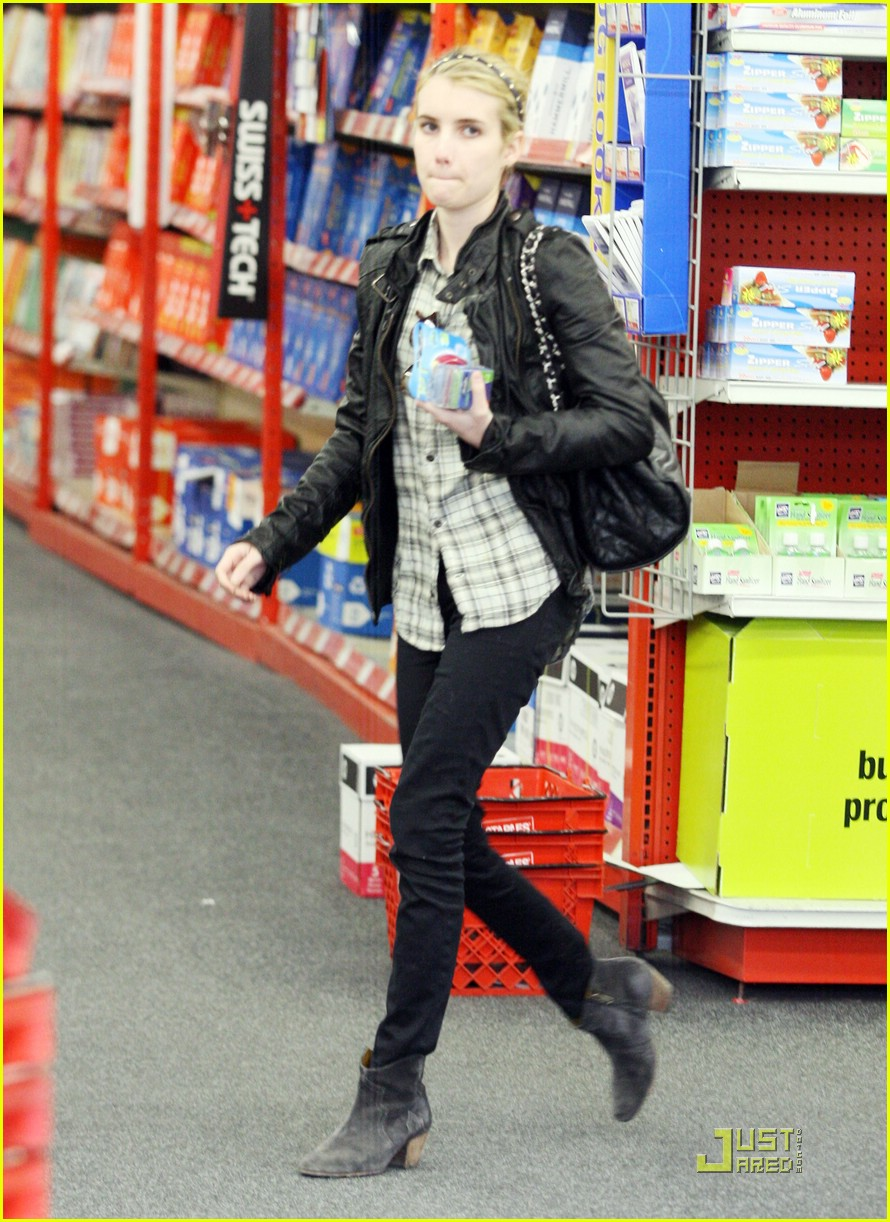 emma roberts staples run 01
