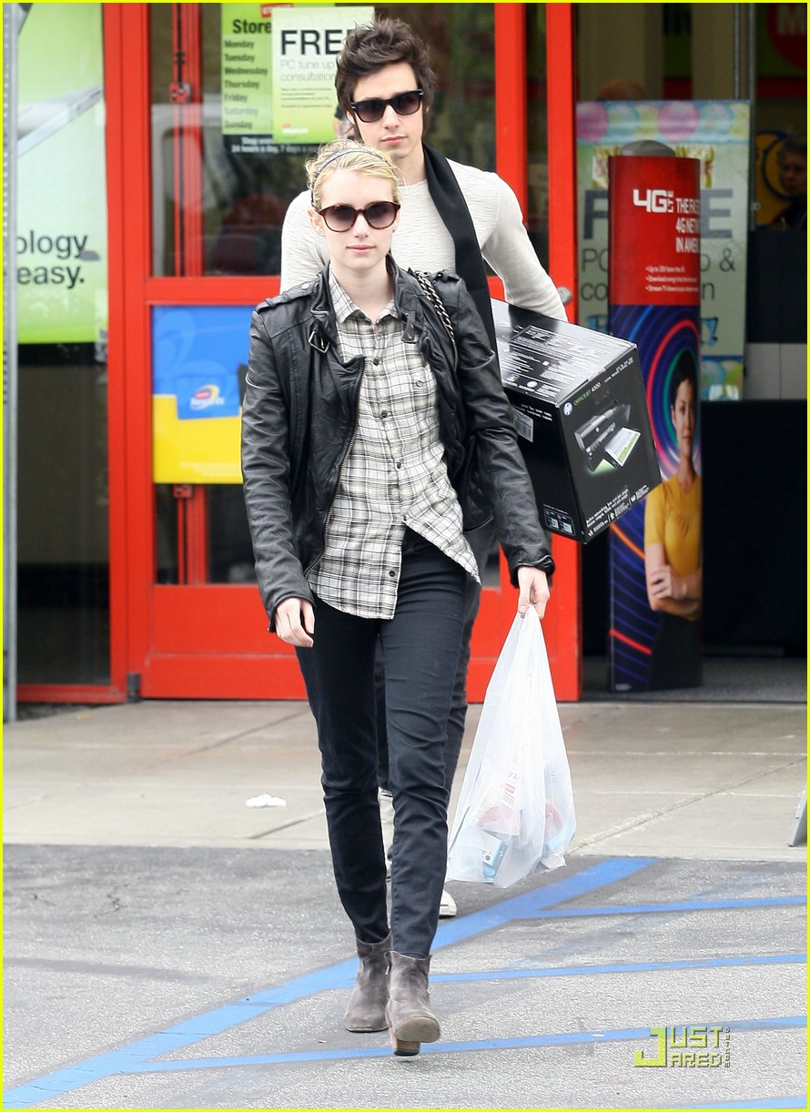 emma roberts staples run 06