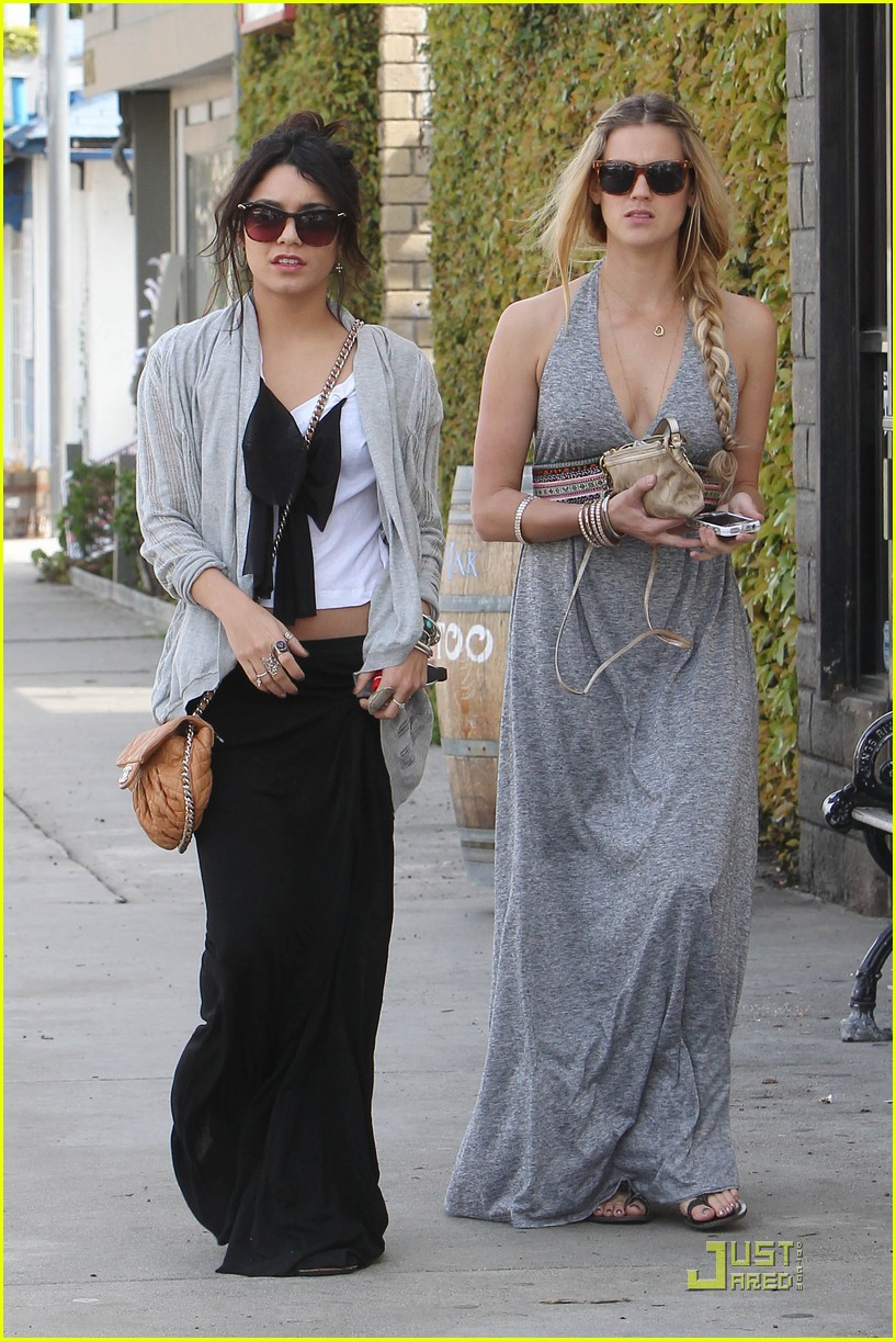 vanessa hudgens studio cafe josh hutcherson 08