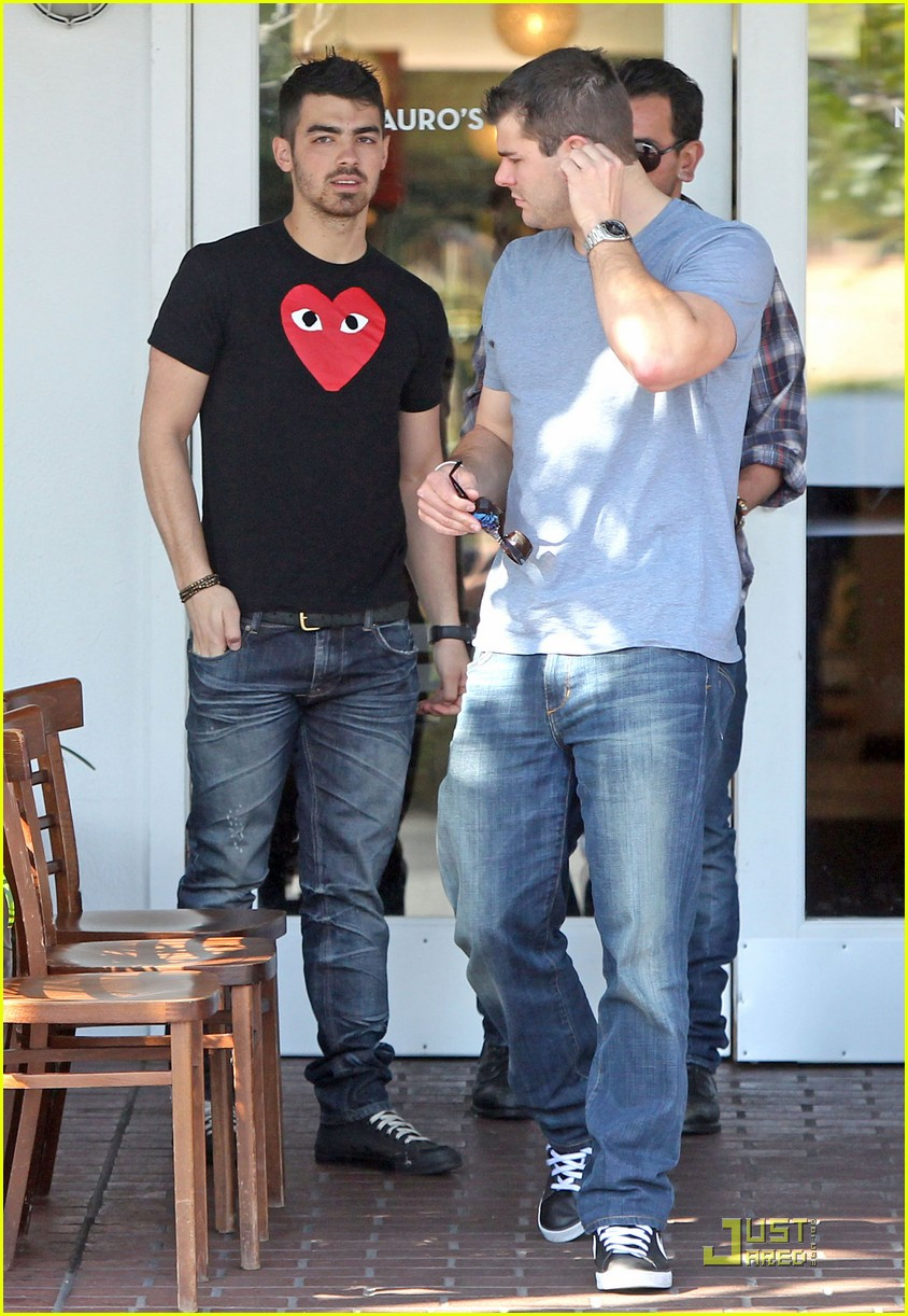 joe jonas mauros cafe 06