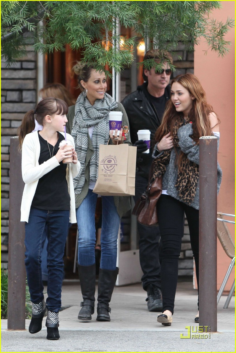 miley cyrus coffee family 01