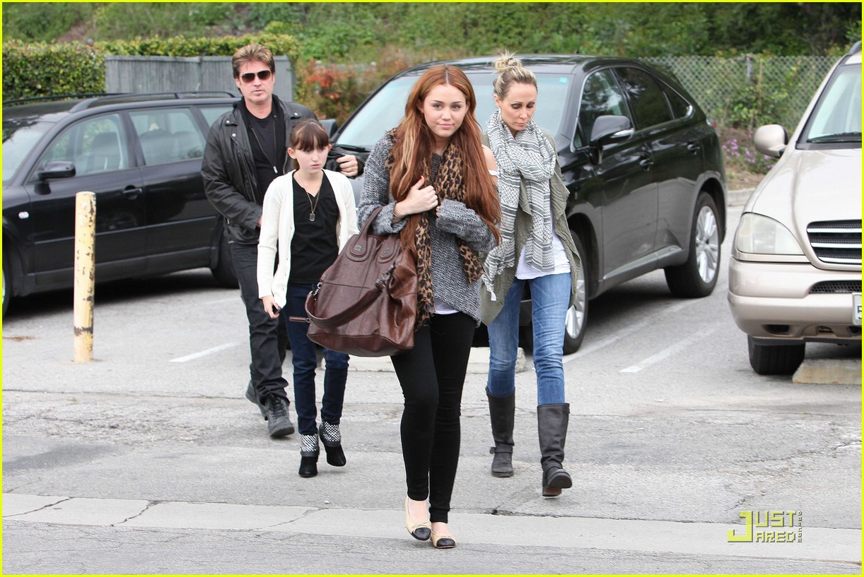 miley cyrus coffee family 02