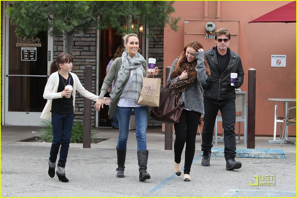 miley cyrus coffee family 10