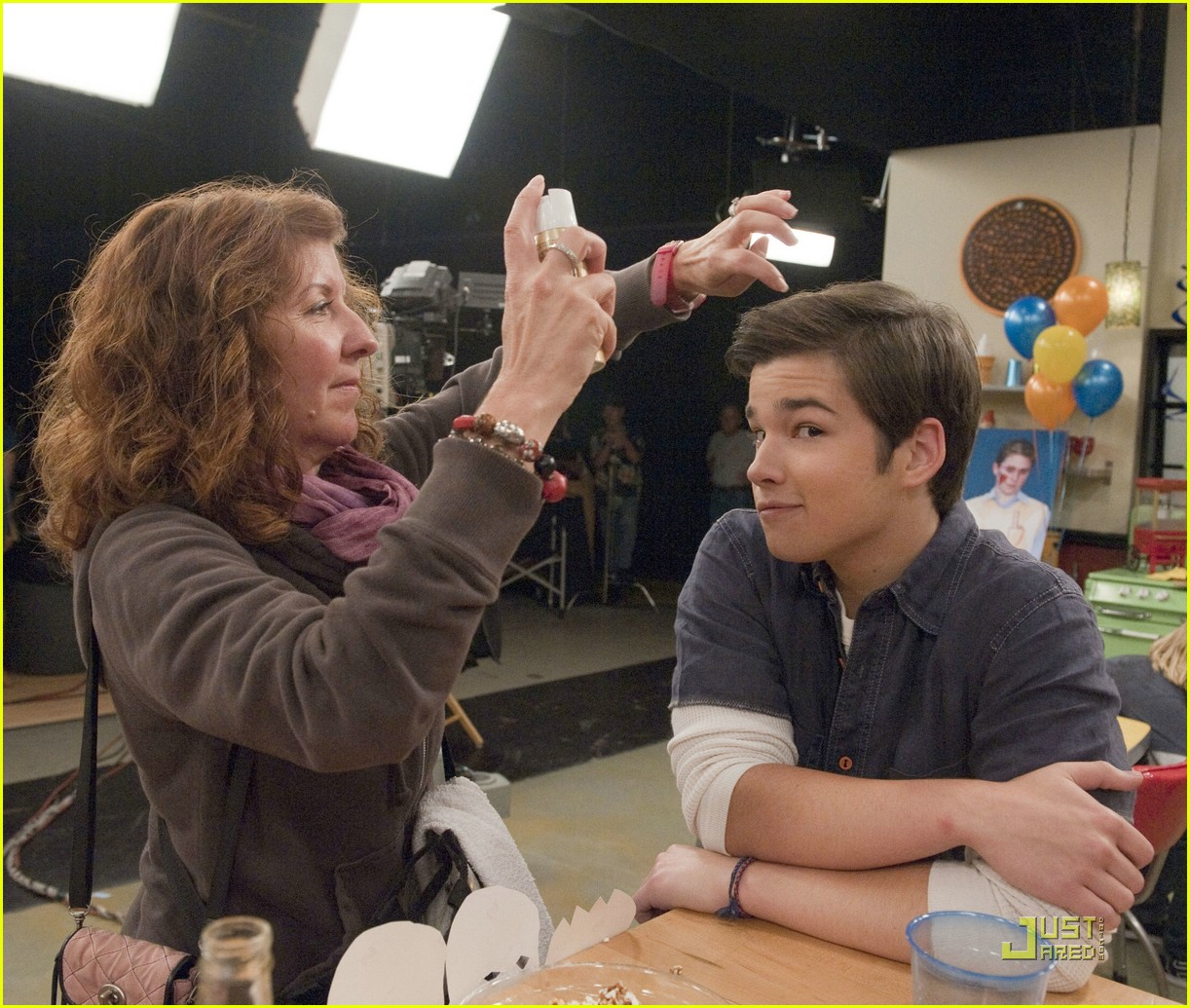 nathan kress spoofs twilight 12