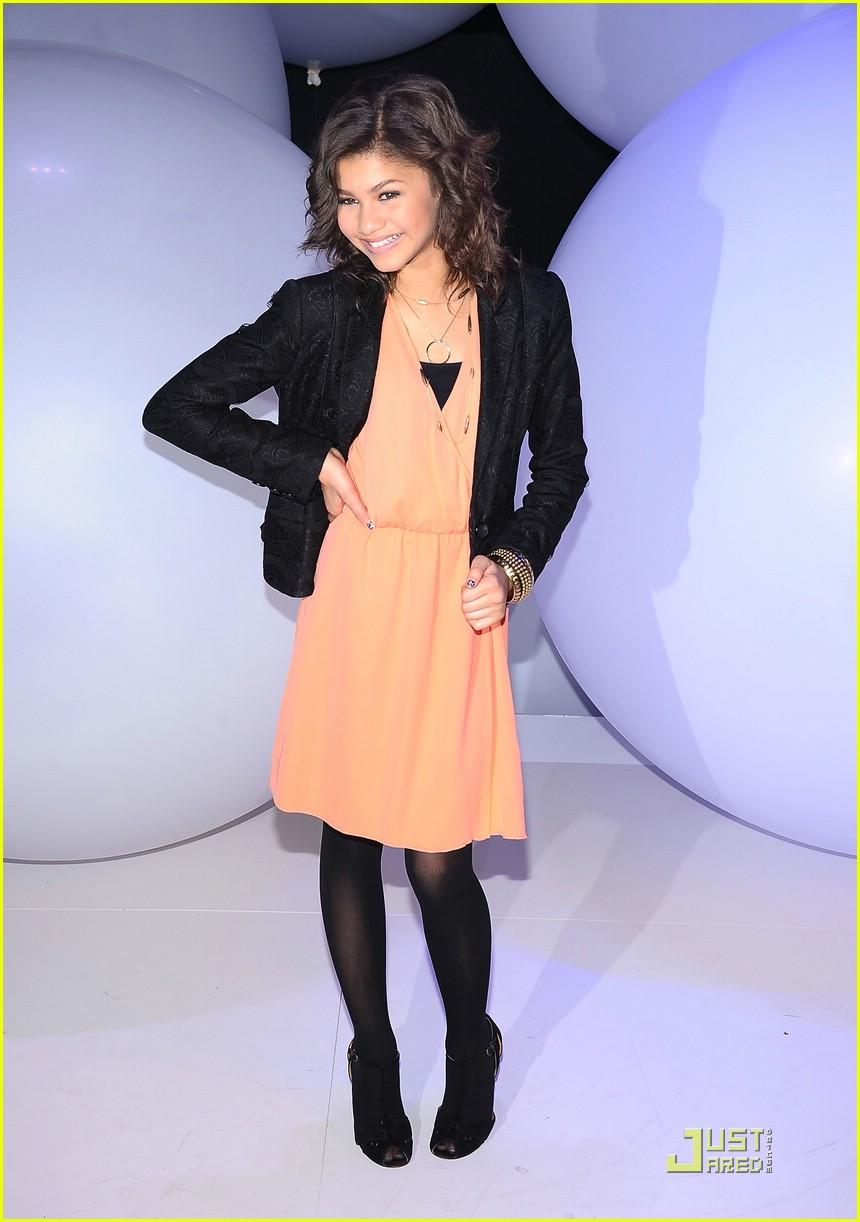 zendaya bella disney upfronts 06