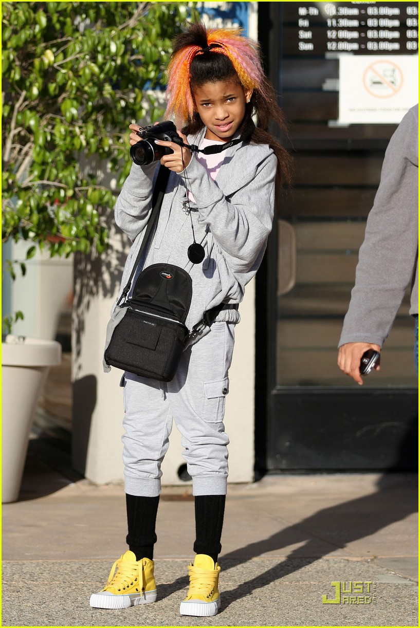 willow smith camera 01