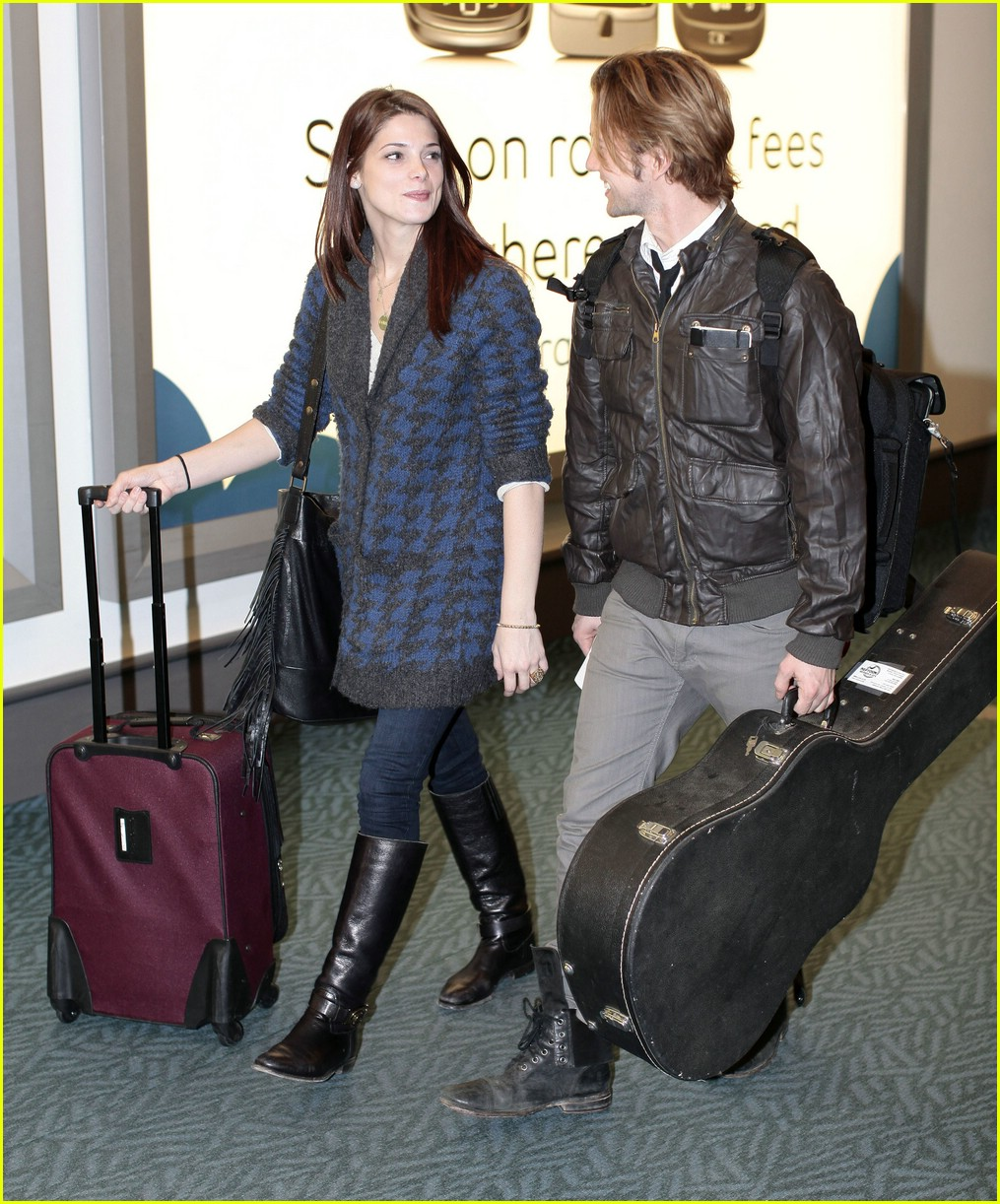ashley greene jackson rathbone airport 07