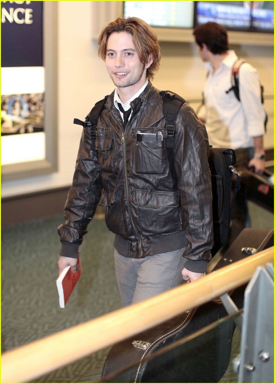 ashley greene jackson rathbone airport 09